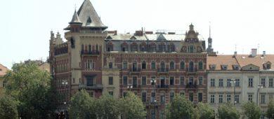 Slovenská Arca Capital kúpila známy pražský palác Bellevue. Hneď ho aj premenovali.